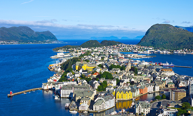 Hjorundfjord Cruise