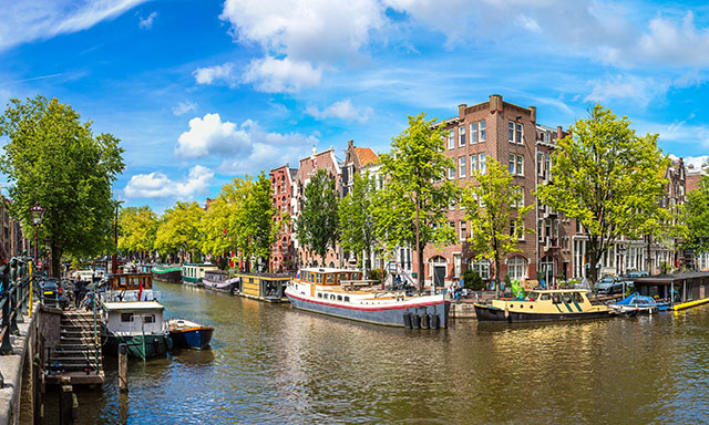 Canal Cruise and Airport Drop-Off (AMS)