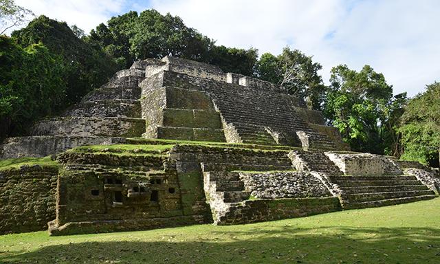 Lamanai Mayan Ruins & Speedboat Safari with Lunch