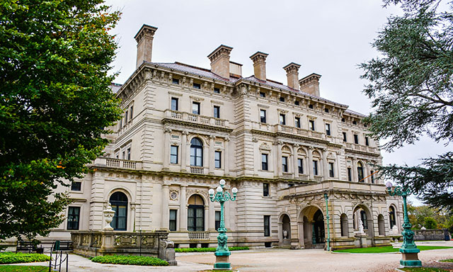 A Day in Newport - Breakers Mansion, City Tour and Free Time