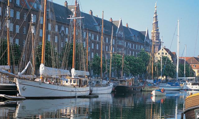 Charming Copenhagen - Walk & Cruise