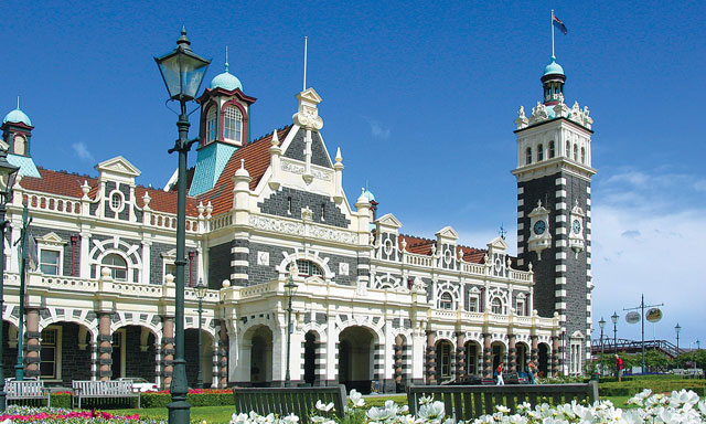 Dundedin City Tour and Taieri Gorge Train