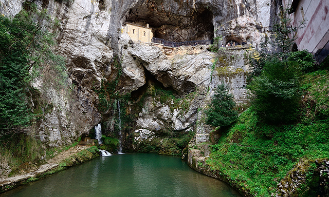 Historic Covadonga with Asturian Lunch