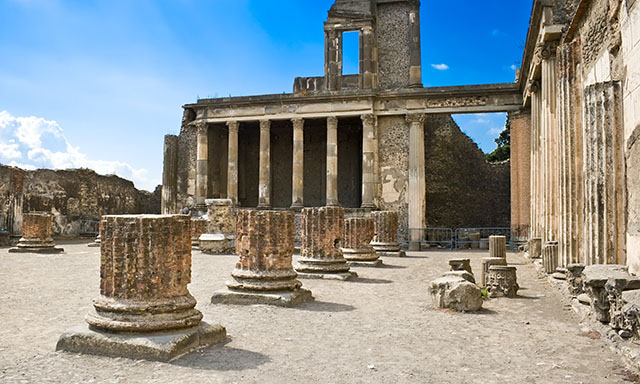 Accessible Cruise Excursion of Pompeii and Amalfi Coast