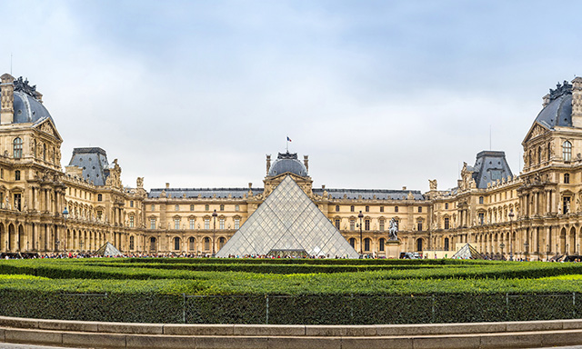 Sightseeing Tour of Paris and Louvre On Your Own