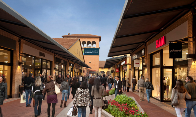 Shopping Tour at Castel Guelfo Outlet