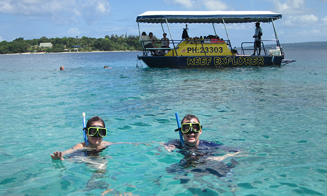 Semi Submersible and Snorkel Reef Explorer