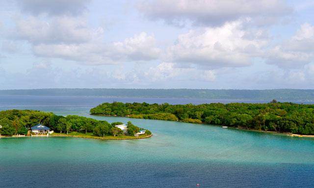 Very Vanuatu: Ifira Island Canoe, Snorkel and Beach